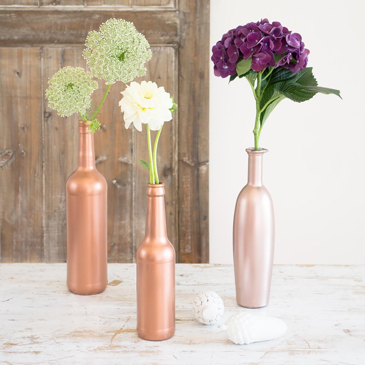 diy-nachhaltigkeit-vasen-selber-machen-aus-alten-flaschen-mit-kupfer-farbe-soulsistermeetsfriends-2