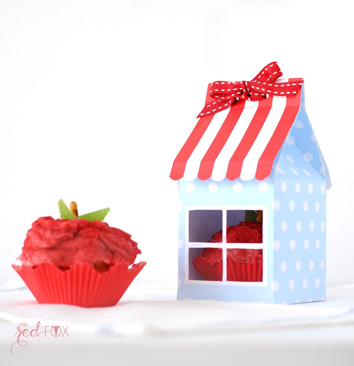 missredfox - 12giftswithlove - 10 - Süßes Geschenk - Apfel Cupcake mit Haus Verpackung - 01