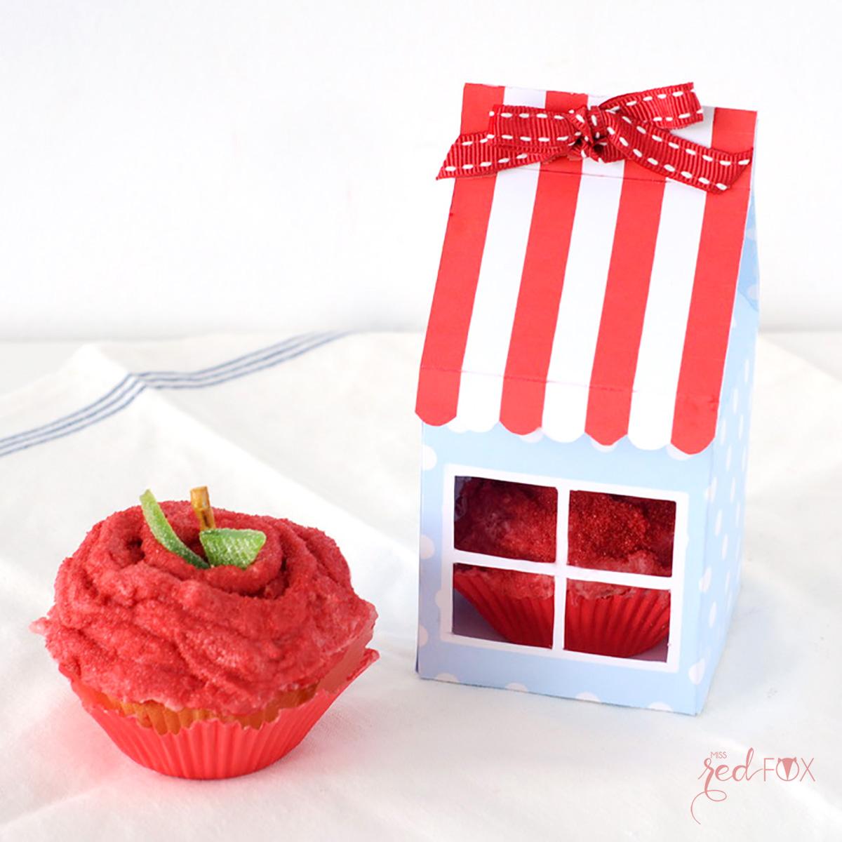 missredfox - 12giftswithlove - 10 - Süßes Geschenk - Apfel Cupcake mit Haus Verpackung - 05