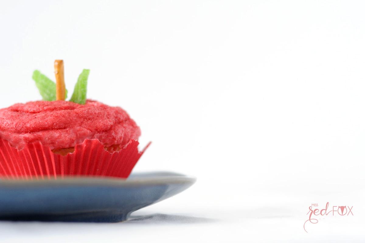 missredfox - 12giftswithlove - 10 - Süßes Geschenk - Apfel Cupcake mit Haus Verpackung - 06