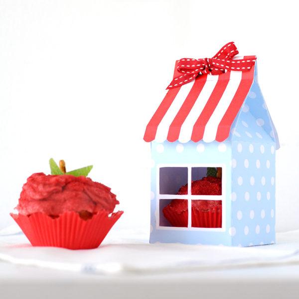 missredfox - 12giftswithlove - 10 - Süßes Geschenk - Apfel Cupcake mit Haus Verpackung