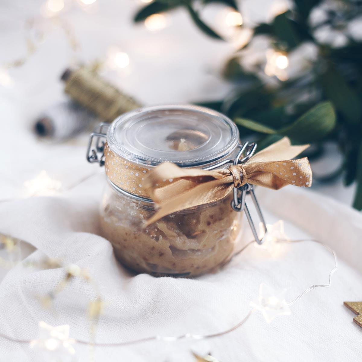 Marzipanaufstrich-mit-Datteln-und-Zimt---Geschenke-aus-der-Küche-2