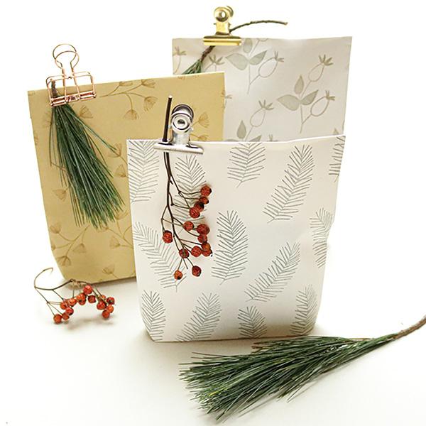 missredfox - 12giftswithlovegoesXMAS - 04 - Studio Karamelo - Weihnachtliche Papiertüten falten bestempeln