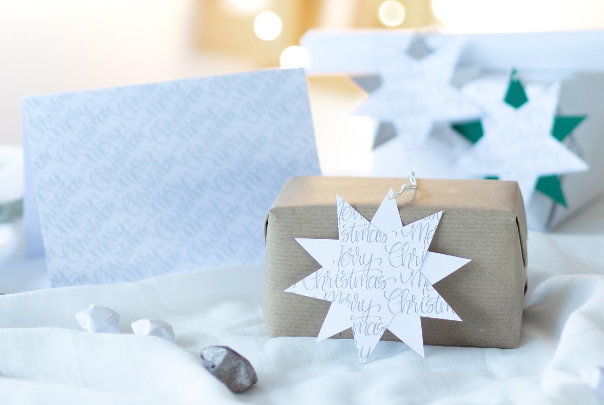 missredfox - 12giftswithlovegoesxmas-21 - Zauber ein Lächeln - Weihnachtskarten mit Geschenkanhänger - 01