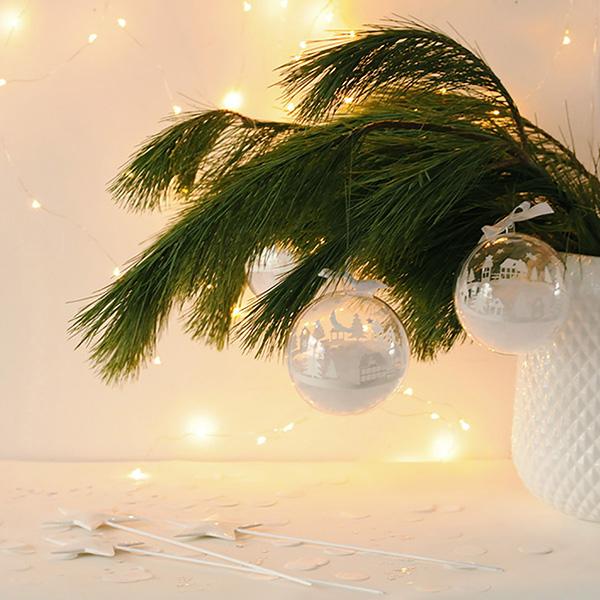 Weihnachtsbaumkugeln mit Winter Skyline