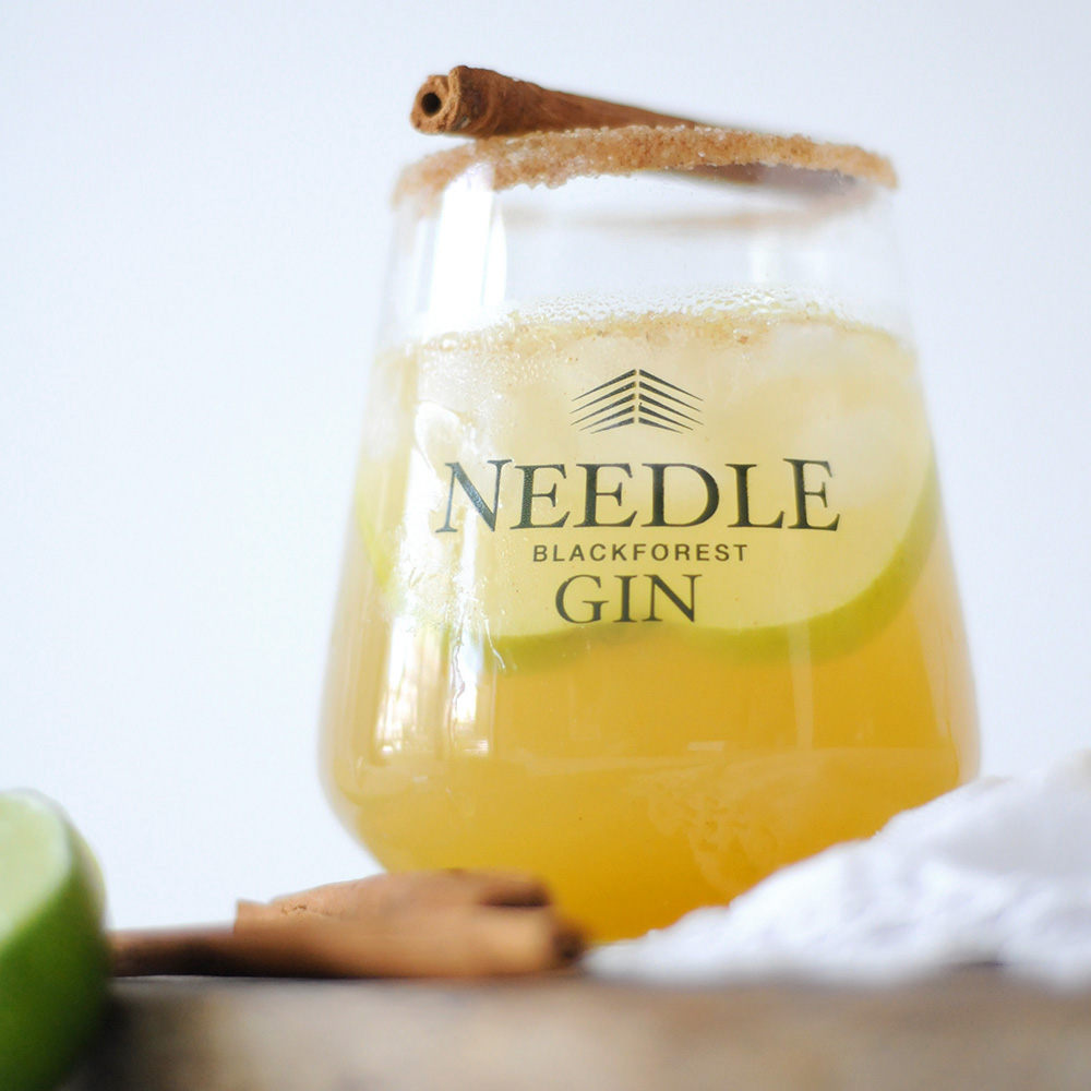 Apfel-Honig-Zimt Cocktail mit Needle Gin