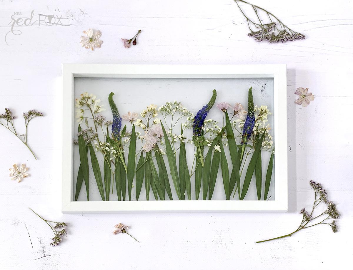 missredfox - 12giftswithlove - Muttertag - Bild mit gepressten Blumen - 01
