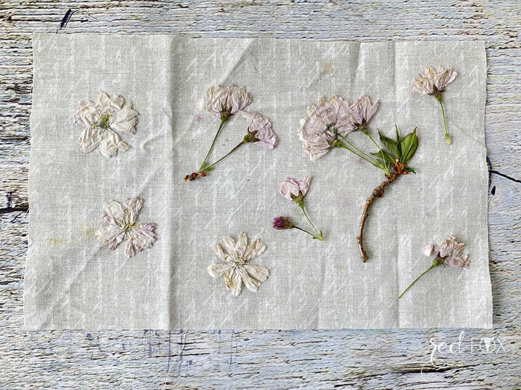 missredfox - 12giftswithlove - Muttertag - Bild mit gepressten Blumen - 03