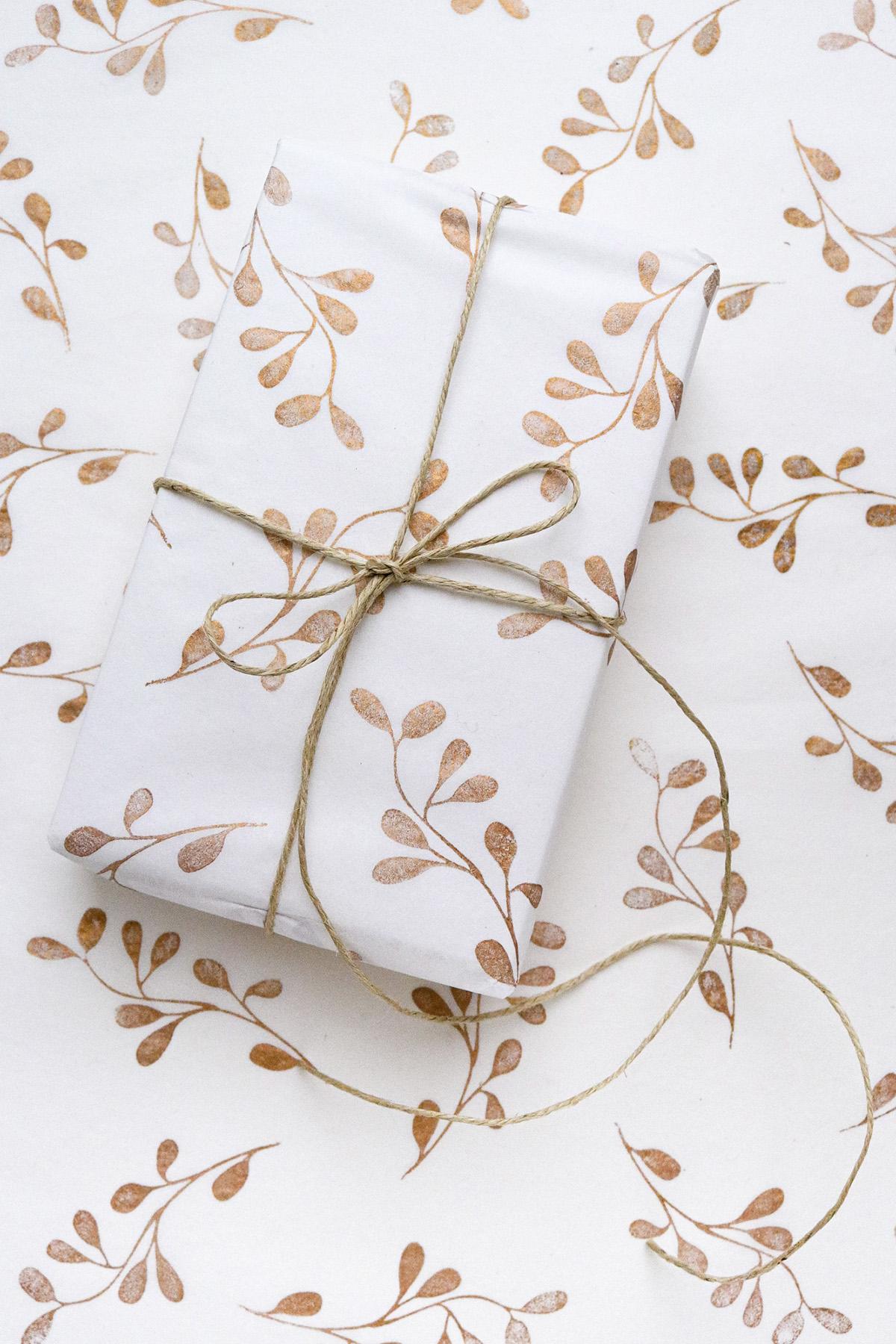 missredfox - onyourcreativetable - Studio Karamelo - Geschenkpapier-stempeln-Pflanzenstempel