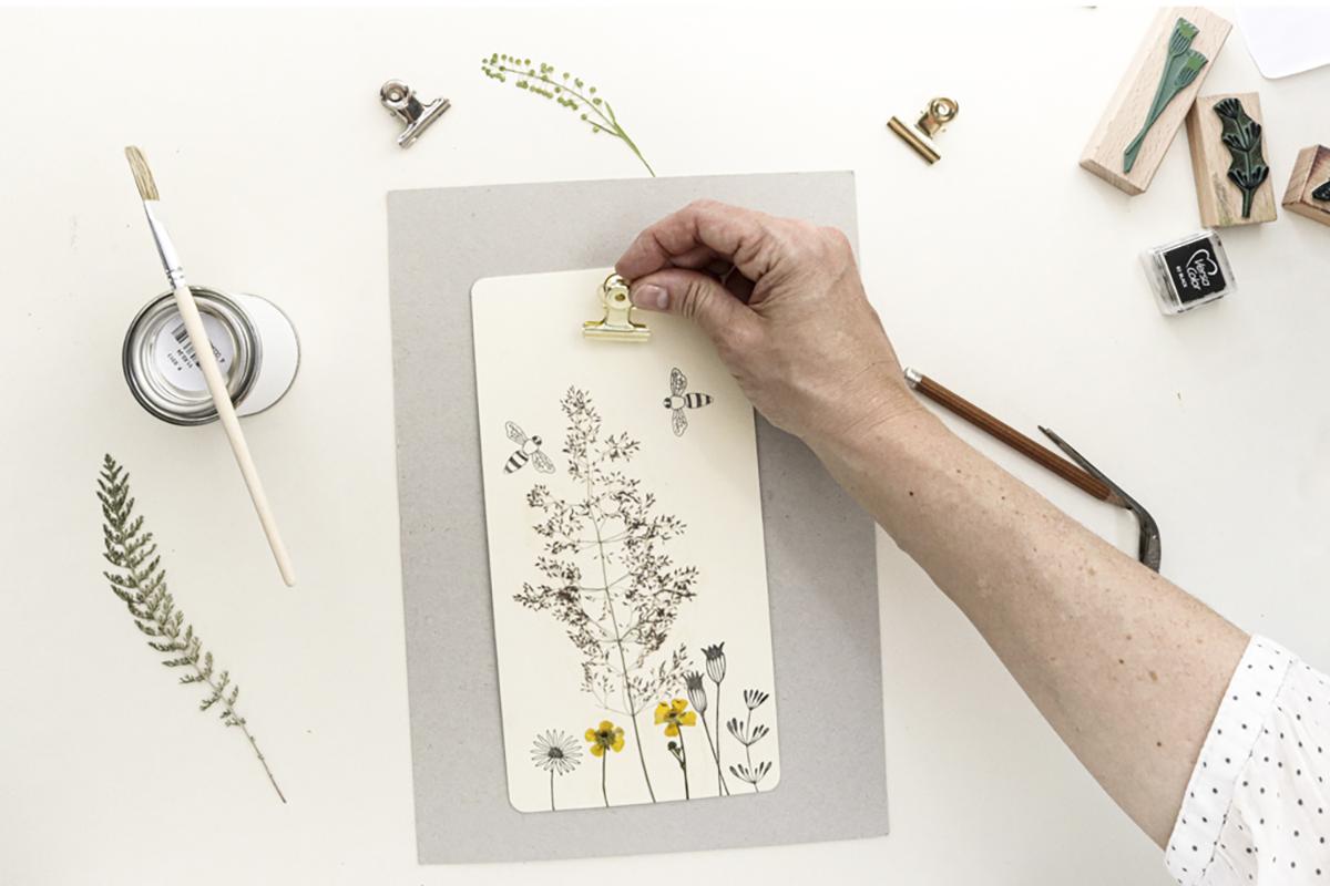missredfox - onyourcreativetable - Studio Karamelo - Klemmbrett-gepresste-Blumen